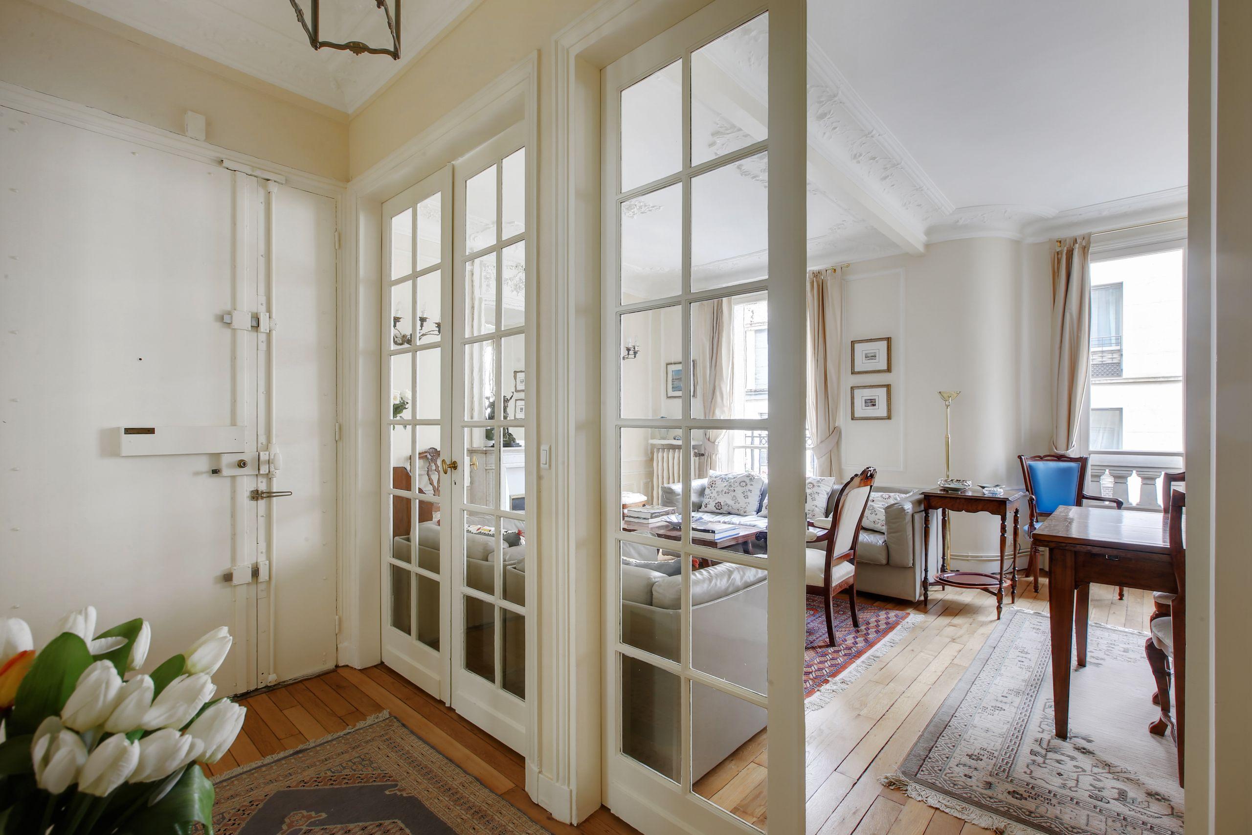 Bel appartement rue Vaneau